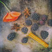 Les fruits rouges mûrissent tout doucement au jardin... Bientôt le temps des tartes, glaces maison et confitures !